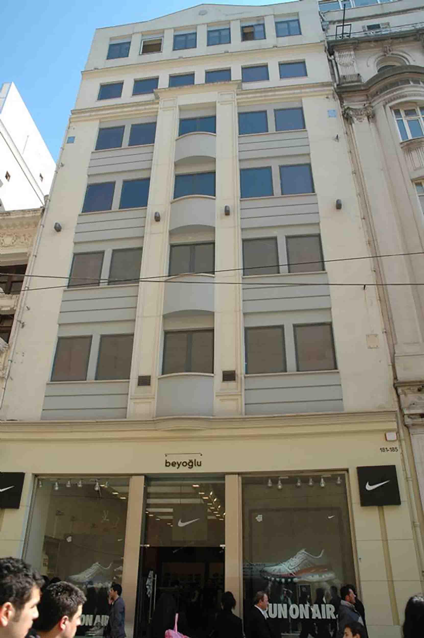 Fibrobeton Nike Store, Taksim