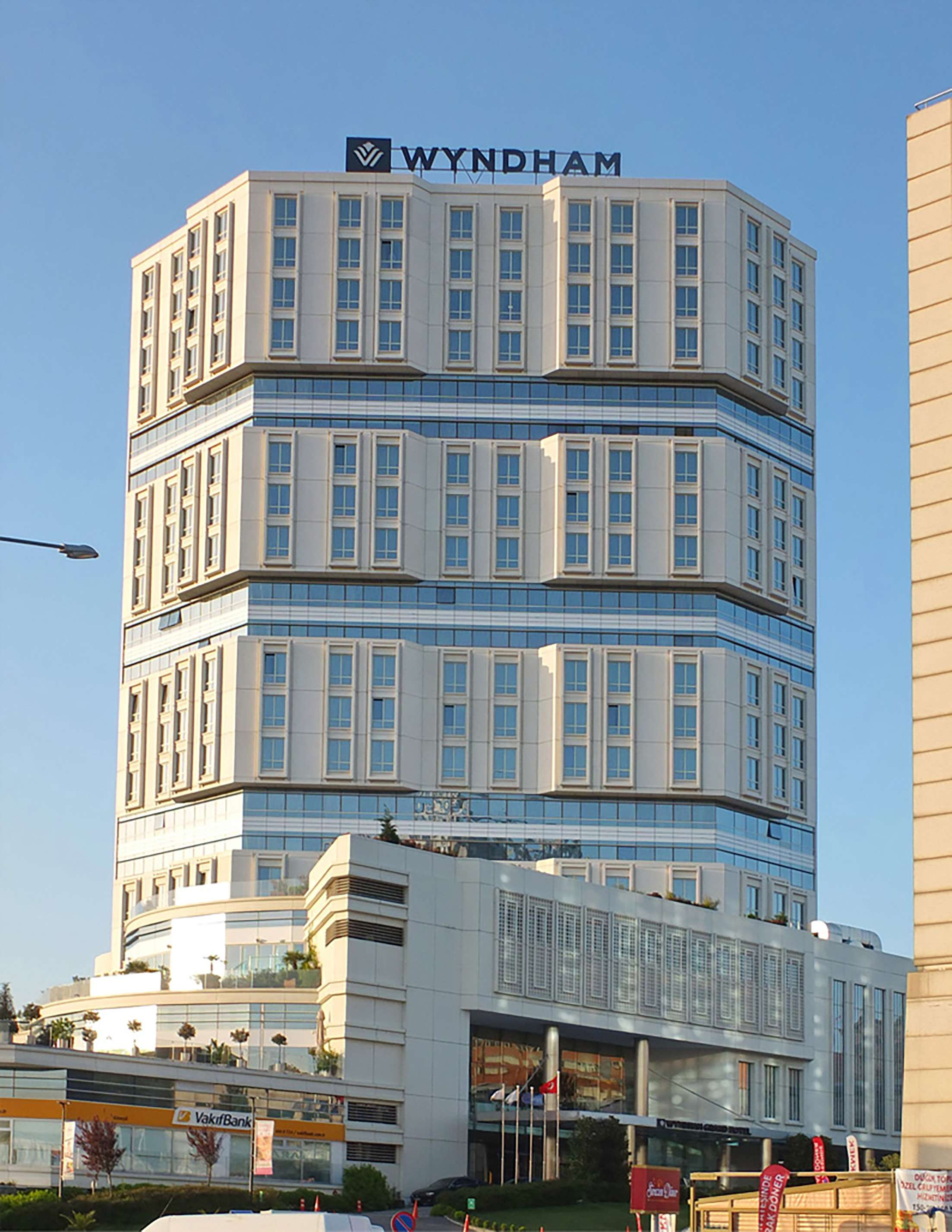 Fibrobeton Wyndham Hotel & Shopping Mall